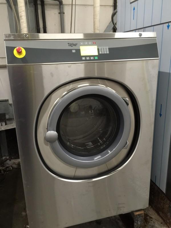 Industriele wasmachine voor paardendekens